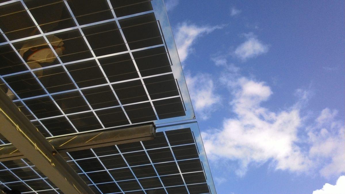 Czy warto jest instalować panele słoneczne?