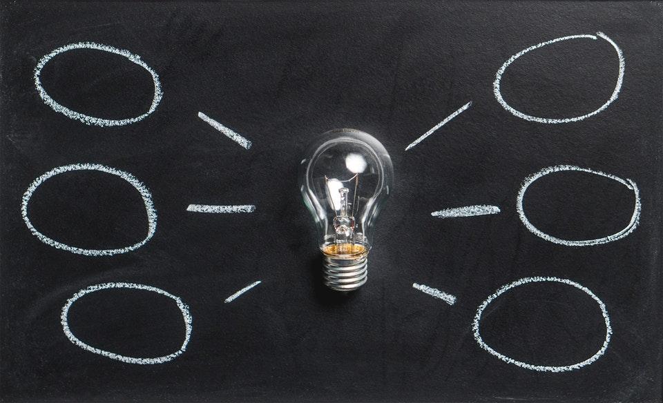 Jakie informacje znajdują się na liczniku prądu i jak je odczytać?
